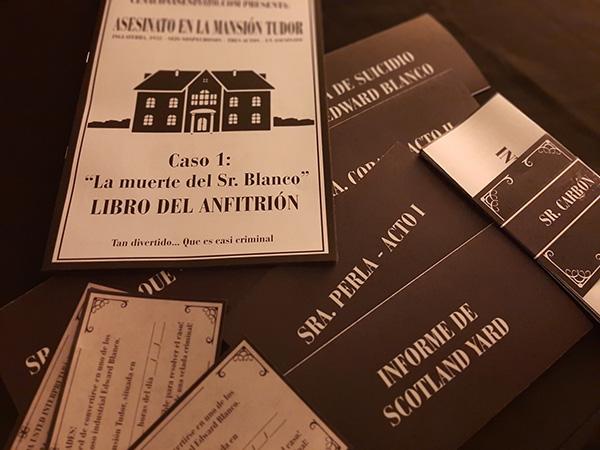 Libro del anfitrión y guión